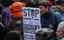 gaz de schiste Total manifestation Barjac Ministère de l'environnement Ségolène Royal